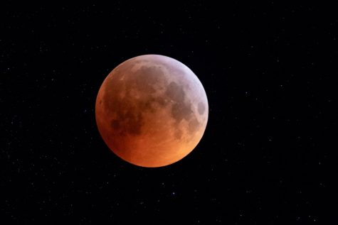 The May 26, 2021, total lunar eclipse will coincide with a supermoon (Credit: Dimitri Biemond / CC-By-SA- 2.0/ via Wikimedia Commons)